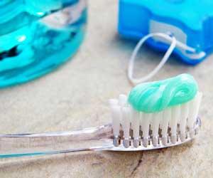 spazzolino, filo interdentale, collutorio